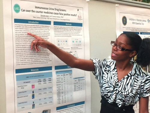 Dessiah Jones presents a poster on the work she completed in the L.A.B.S. program.